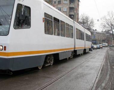 Un tramvai a fost lovit frontal de un TIR care nu a acordat prioritate
