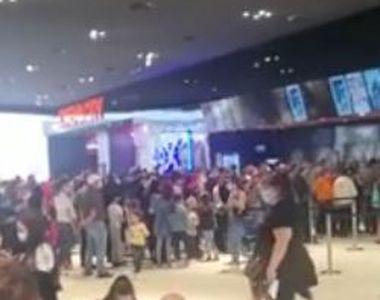 VIDEO  Aglomerație mare la mall de 1 iunie. Sute de copii și părinți, cozi uriașe la...