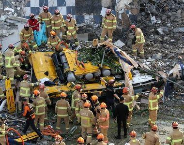 Un bloc de 5 etaje s-a prăbușit peste un autobuz plin de pasageri - cel puțin 9 morți
