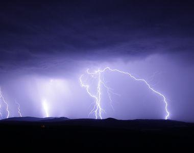Ploile și furtunile pun stăpânire pe România. Anunțul de ultimă oră al meteorologilor