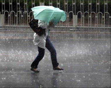 Nu scăpăm de ploi prea curând. Condiții de grindină în București!