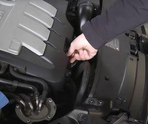 Cum verifici corect nivelul de ulei al mașinii tale joja