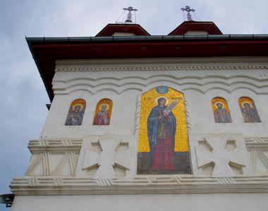 Trei preoți din Vaslui, cercetați într-un dosar penal după o slujbă INTERZISĂ de lege