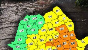 VIDEO - România, lovită cu putere de ciclonul din Marea Neagră. Cod portocaliu