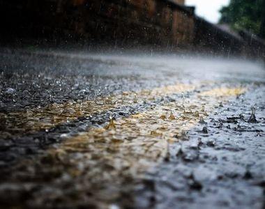 COD ROȘU de ploi torențiale în patru județe din țară