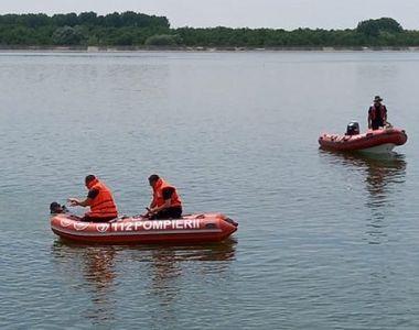 Șofer, găsit mort în râul Olt. A rămas blocat în mașină, la 10 metri adâncime sub apă