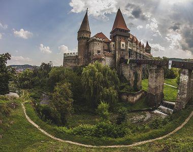 Istoria castelului Corvinilor. În jurul acestuia se va construi un sat medieval