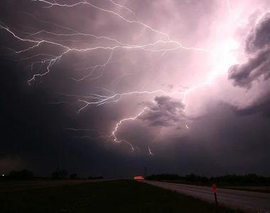Avertizare METEO de ultimă oră! Cod galben de furtuni în mai multe zone din țară. Vezi...