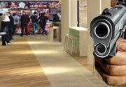 VIDEO| Gafă de proporții pentru un interlop. A fost arestat după ce și-a uitat pistolul la mall