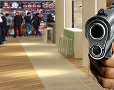 VIDEO| Gafă de proporții pentru un interlop. A fost arestat după ce și-a uitat pistolul...