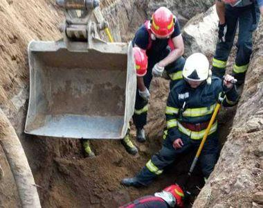 Caz șocant în Timiș: Două persoane au fost prinse sub un mal de pământ surpat