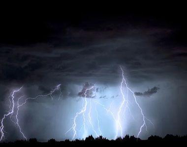 VIDEO| Prăpăd în România după furtuni. Cod portocaliu de instabilitate atmosferică