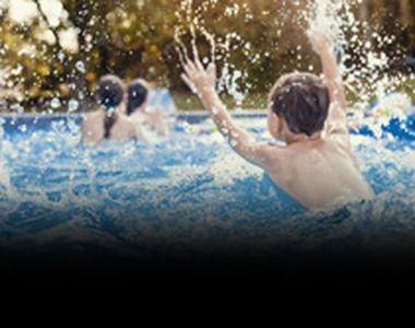 VIDEO| Distracție la piscine ca-n vremurile bune