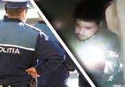 VIDEO   Un bărbat, pus de polițiști să caute un pistol într-un WC. Oamenii legii l-au filmat și s-au amuzat pe seama lui