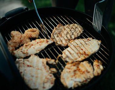 Ce trebuie să știi când pregătești friptura de pui la grătar. Secretele marilor bucătari
