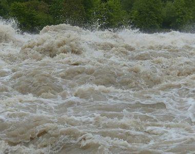 25 de morți în urma unor alunecări de teren. Furtunile au devastat totul