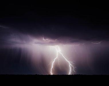 Avertizare METEO de ultimă oră! Cod portocaliu de ploi torențiale, dar și caniculă în...
