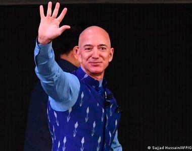 Peste 165.000 de oameni îi cer lui Jeff Bezos să rămână în spațiu