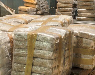 O jumătate de tonă de cocaină, descoperită în cutii de banane, lângă București
