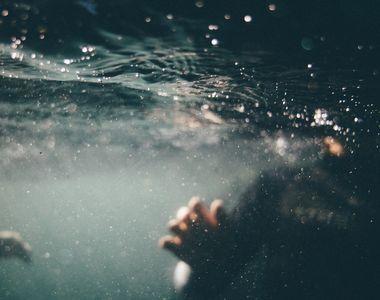 VIDEO | Un copil de 8 ani a murit înecat în piscină, în fața părinților