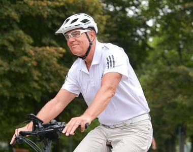 Klaus Iohannis a mers cu bicicleta la Palatul Cotroceni. Imagini inedite!