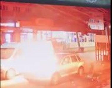 VIDEO | Imagini revoltătoare: momentul în care un individ necunoscut dă foc unui bolid...