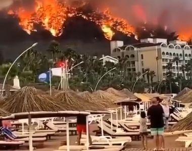 Incendiile puternice din Turcia continuă să facă ravagii, 13 focare fiind scăpate de...