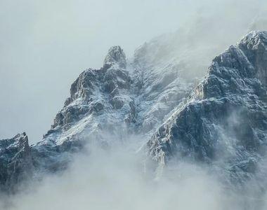 Incident în Munții Retezat. O tânără de 16 ani a căzut pe un perete abrupt