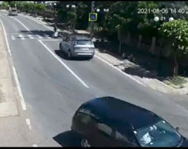VIDEO   O bătrână de 76 de ani a murit pe loc după ce a fost spulberată de o șoferiță...