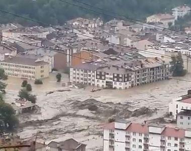 Țara lovită de inundații dezastruoase și incendii, în același timp