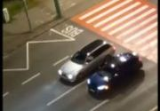 VIDEO | Doi șoferi teribiliști din Brașov au folosit trecerea de pietoni ca linie de start pentru întreceri ilegale