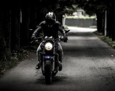 Un bărbat și fiica lui au fost răniți într-un accident de motocicletă. Minora a fost...