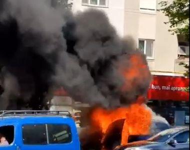 VIDEO | O mașină a ars precum o torță pe un bulevard circulat din Constanța