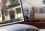 VIDEO | Circulație întreruptă în Capitală! Un tramvai, plin cu călători, a luat foc