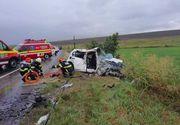 Accident cumplit: Doi morţi şi opt răniţi. Un autoturism a intrat într-un microbuz