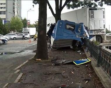 VIDEO   Un șofer de TIR a adormit la volan și era să cadă cu mașina în Dâmbovița....