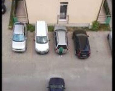 VIDEO   O scenă care ar face de rușine orice șofer s-a petrecut în Sibiu. Un conducător...