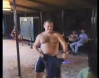 VIDEO   Profesor din Timișoara, filmat în timp ce dansa lasciv în fața unei eleve