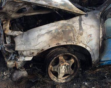 Un bărbat are arsuri pe 30% din suprafaţa corpului. El și-a dat foc mașinii din greșeală