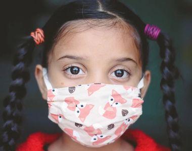 VIDEO Măștile textile sunt interzise în școli. La ce cheltuieli sunt supuși părinții