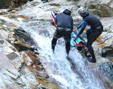 Doi turiști au fost surprinși de furtună în zona de munte a județului Dâmbovița