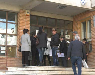 Două scaune, soluția găsită de conducerea Spitalului din Drobeta-Turnu Severin pentru...
