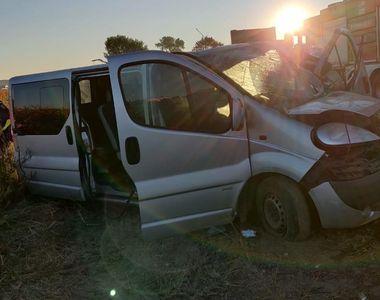 Accident pe DN65, în Olt. Cinci persoane au fost transportate la spital