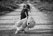 VIDEO | Detalii șocante în cazul fetiței de 2 ani din Ivești care a murit în chinuri inimaginabile! Părinții micuței AU MINȚIT când au spus că cea mică s-a înecat cu o jucărie