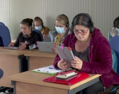 VIDEO | Mai multe femei de etnie romă fac cursuri gratuite de inițiere în lumea...