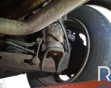 FOTO   Improvizație periculoasă pentru traficul rutier, descoperită de inspectorii RAR:...
