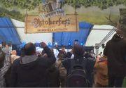 VIDEO | Oktoberfest 2021: Sute de mii de litri de bere şi zeci de mii de porţii de cârnaţi îi aşteaptă la Braşov pe toţi cei care vor să petreacă în stil bavarez
