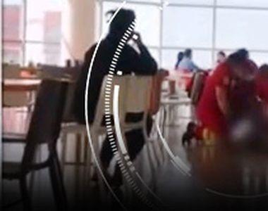 VIDEO| Un pensionar a murit sufocat cu mâncare într-un Mall din Botoşani. Martorii...