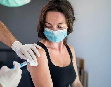 Românii, relaxați în valul 4 al pandemiei. Mai puțin de 10.000 de vaccinări în ultimele...