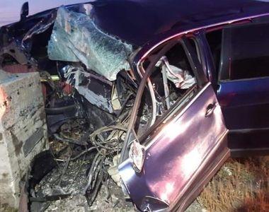Accident mortal pe DN1, joi dimineața. O femeie a intrat cu mașina într-un stâlp